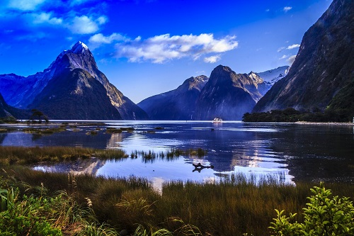 Mountain and Lake View at Milford Sound, Fiordland National Park, New Zealand