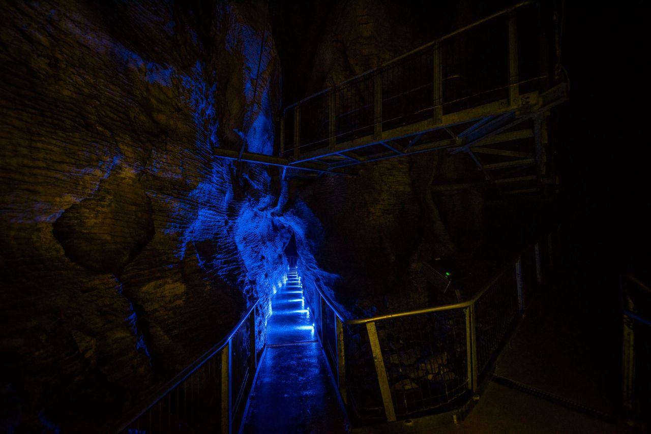 Walkway in the Ruakuri underground limestone cave, Waitomo